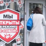 В Петербурге возобновляется работа фуд-кортов и ужесточается вакцинация работников