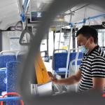 Роспотребнадзор предложил обеззараживать воздух в транспорте