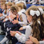 Путин поручил со 2 августа начать выплаты на школьников