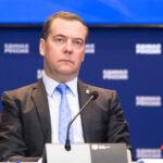 Медведев заявил о возможности запрета в РФ некоторых зарубежных соцсетей