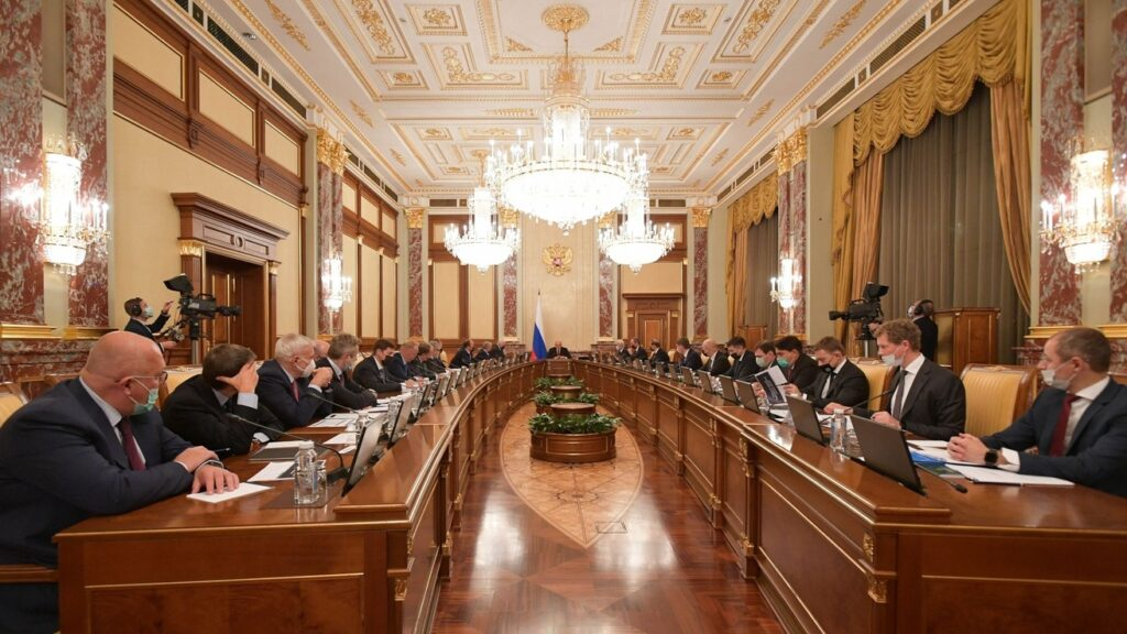 В Правительстве заявили о начале движения России к введению углеродного налога