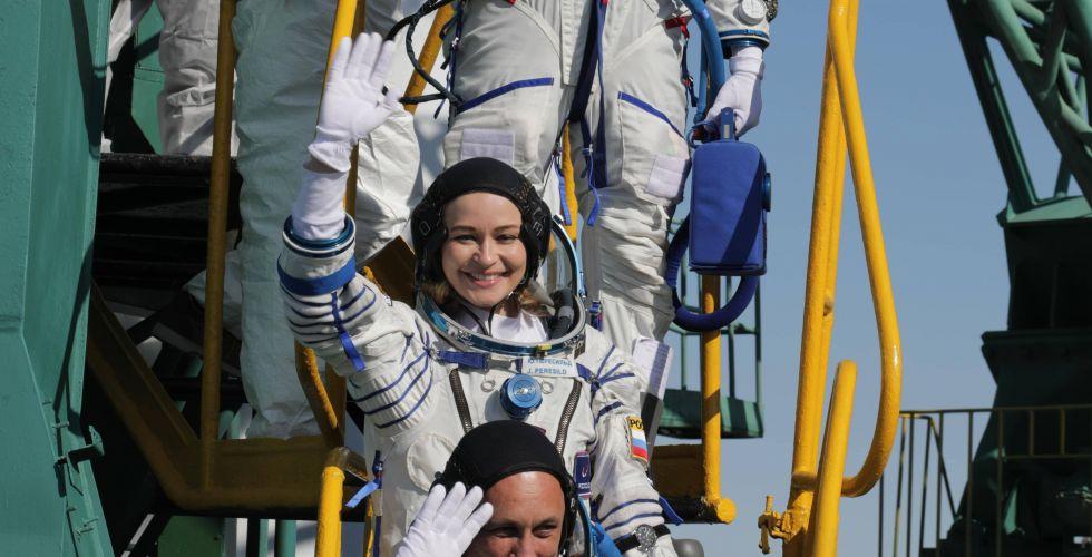 Экипаж корабля «Союз МС-19» со съемочной группой «Вызова» перешел на МКС