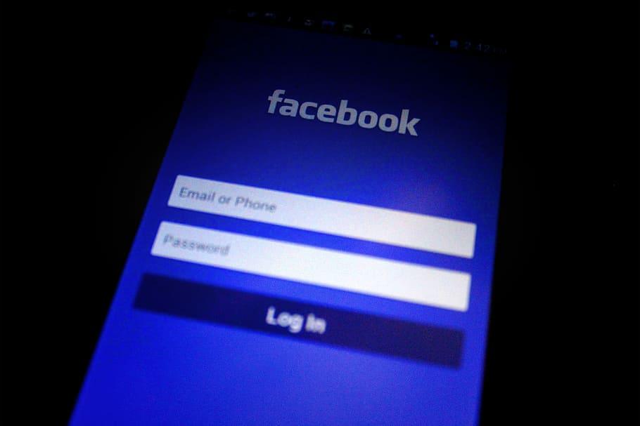 Facebook удалил запрещенный в России контент, но компании все еще грозит миллиардный штраф