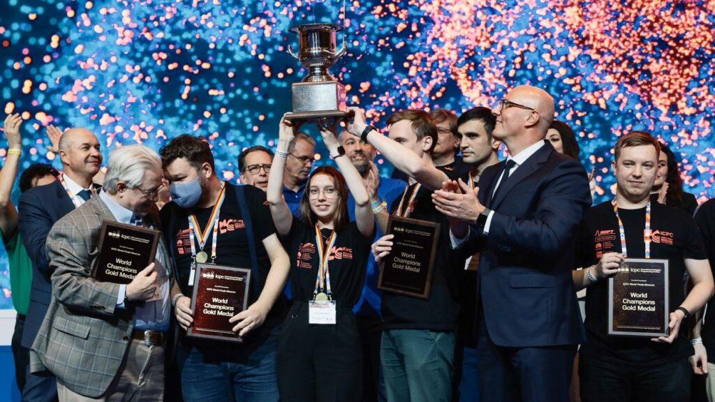 Российские студенты победили на чемпионате мира по программированию